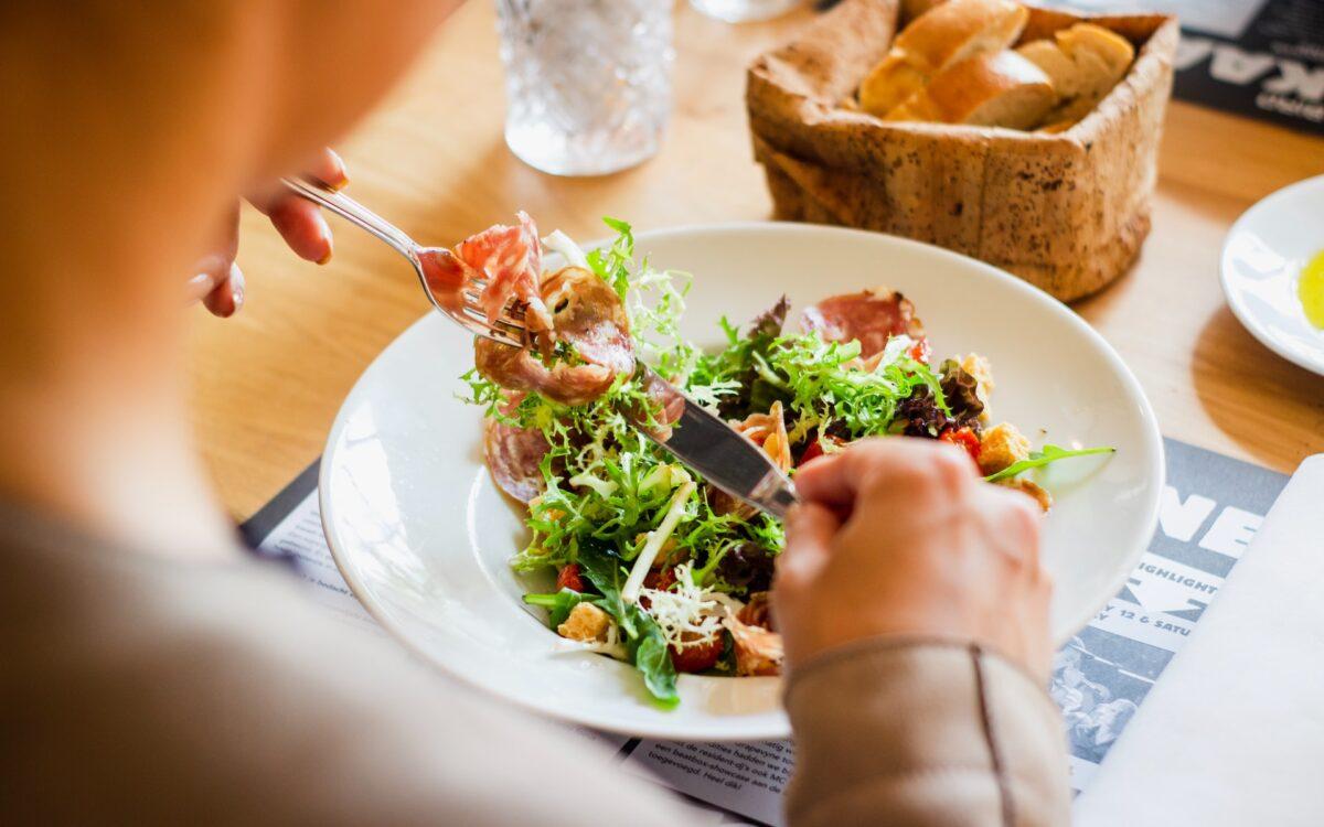 Na czym polega dieta bezresztkowa i kto powinien ją stosować?